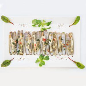 Морской черенок в винно-чесночном соусе (navajas en salsa de vino con ajo)