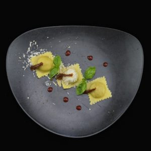Равиоли с кроликом и крем-соусом из Пармезана (Ravioli al coniglio con crema di parmigiano)