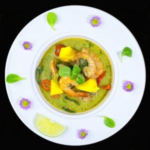 Тайское зеленое карри с креветками и манго