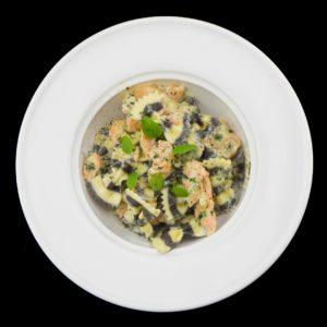 Фарфалле с лососем под сливочно-чесночным соусом