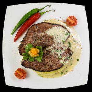 Классический бифштекс с сырным соусом