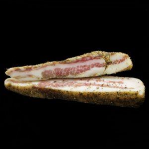 Сыровяленые свиные щеки гуанчиале (guanciale)