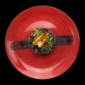 Черное ризотто с каракатицей и креветками (riso nero)