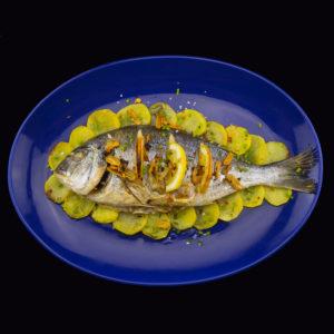 Запеченая дорада по-баскски (doradas al horno con patatas)