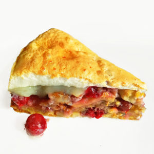 Яблочно-ягодный пирог с безе