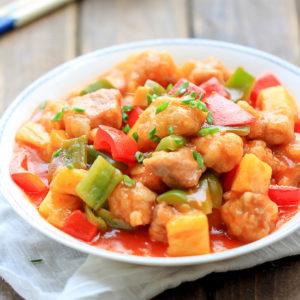Кантонская свинина в кисло-сладком соусе с ананасом (goo lou yok)