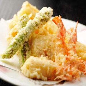 Морепродукты в кляре темпура (天麩羅)