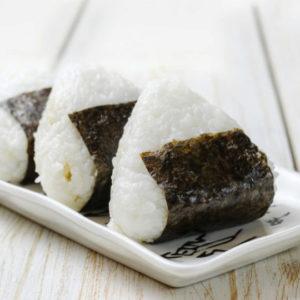 Рисовые колобки Онигири (おにぎり)