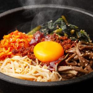 Рис с говядиной и яйцом Пибимпап (Bibimbap 비빔밥)