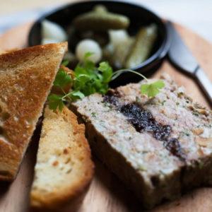 Мясной Террин с черносливом (Terrine de viande aux pruneaux)