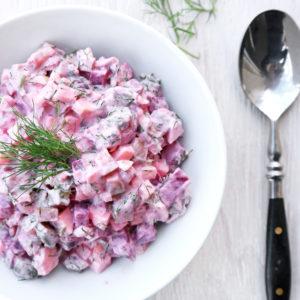 Салат со свеклой и сельдью (Rote Bete Salat mit Hering)