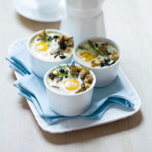 Яйца кокот с шампиньонами (Oeufs Cocotte aux Champignons)