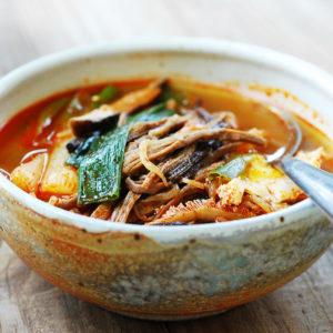 Острый говяжий суп Юккеджан (Yukgaejang 육개장)