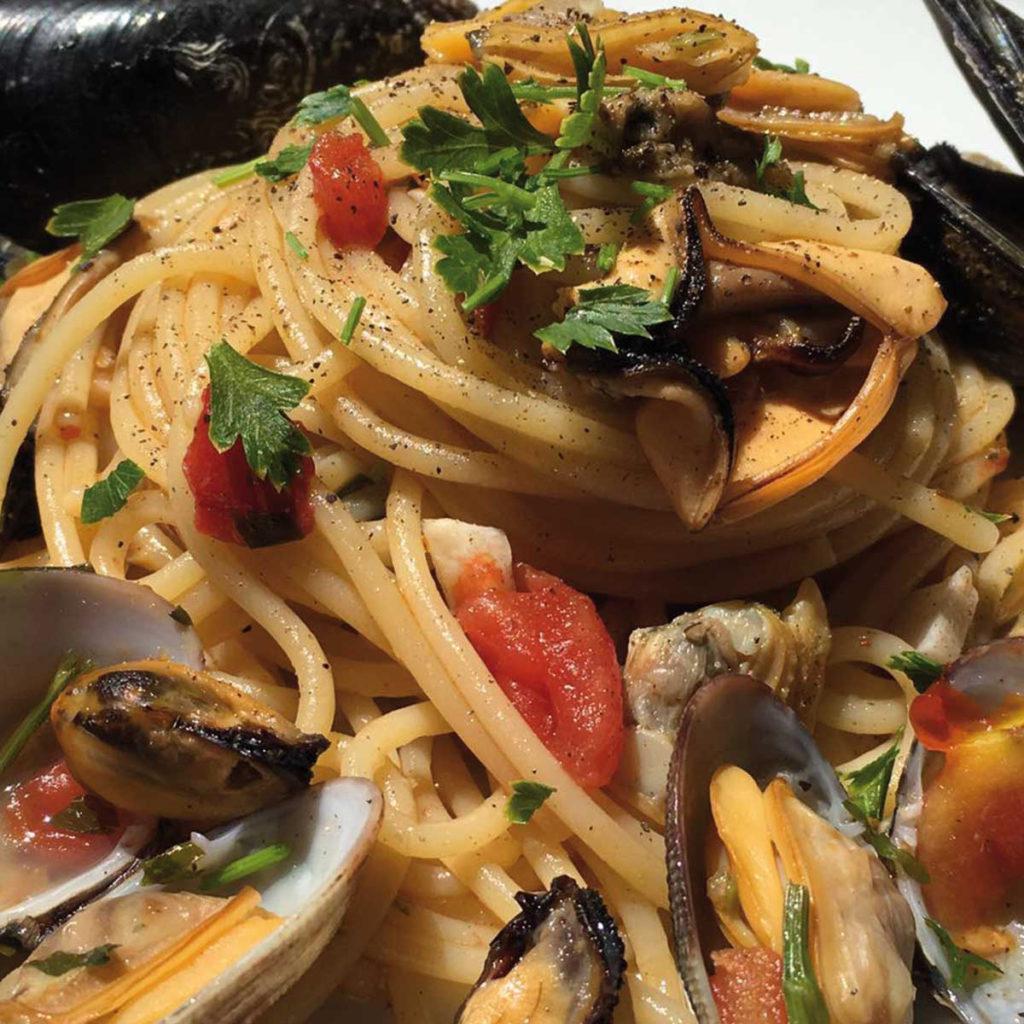 spaghetti-con-cozze-alla-messinese