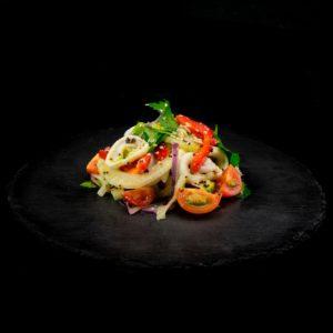 Салат из кальмаров с фенхелем и авокадо