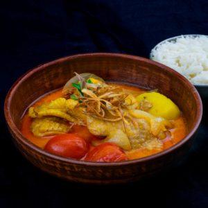 Желтый тайский карри с курицей